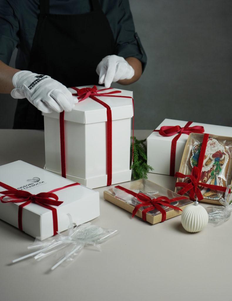 Новогодняя коллекция сладостей кондитерской «Любовь и сладости»