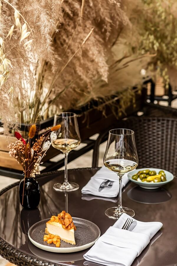 Винный бар My Big Love подобрал вино к лету