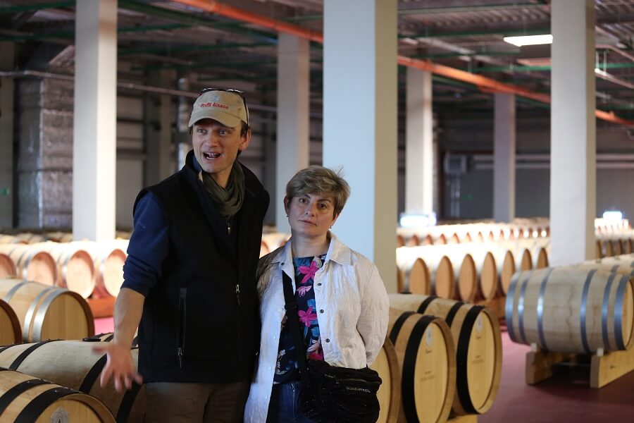 «Франк Дюсенер в городе!» Под таким бодрым лозунгом в апреле прошел рабочий визит в Москву и Санкт-Петербург главного винодела Шато де Талю Франка Дюсенера.